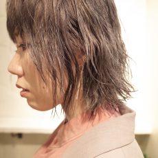 ケアブリーチでくせ毛を活かしたウルフヘア