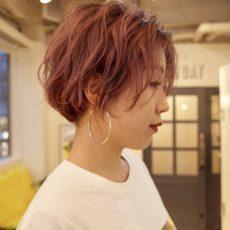 淡くてきれいなピンクのヘアカラー